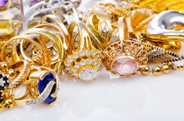 Новогодний подарок: золотые украшения