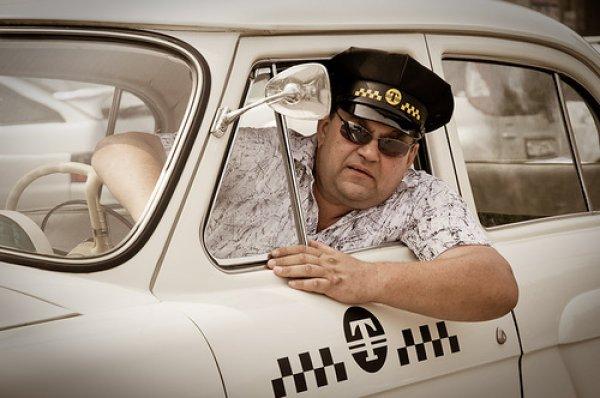 Таксистом за месяц можно заработать чистыми больше 10 000 грн