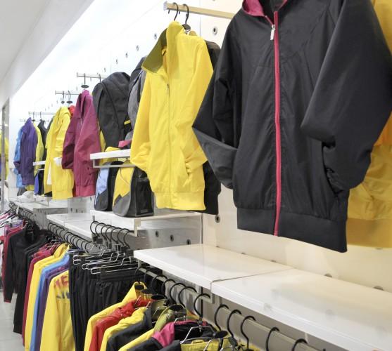Стоковый магазин спортивной одежды