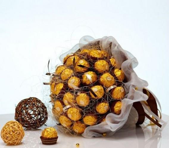 На 8 марта сладкоежкам можно подарить оригинальный букет из цветов