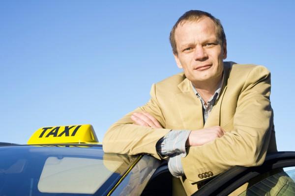 Украинские таксисты зарабатывают до 20 тыс. грн
