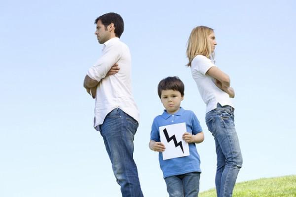 После развода хуже всего в семье приходится старшей девочке