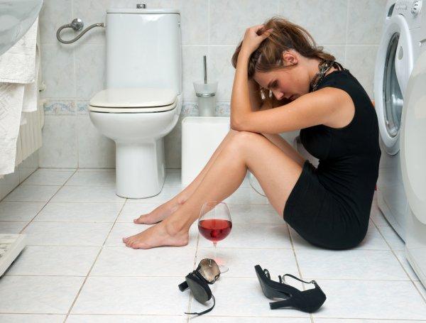 Глотать алкоголь и слезы - не лучший способ начать поиски новой работы