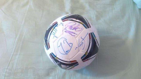 Мяч с автографами игроков сборной Испании продают за 50 тысяч гривен