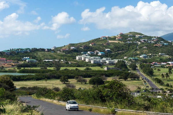Остров активно застраивается, по ощущениям, каждое второе здание для новых граждан