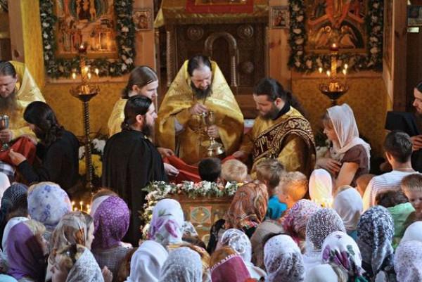 Помощь. Священникам дают вместо пенсии - 1074 грн/мес