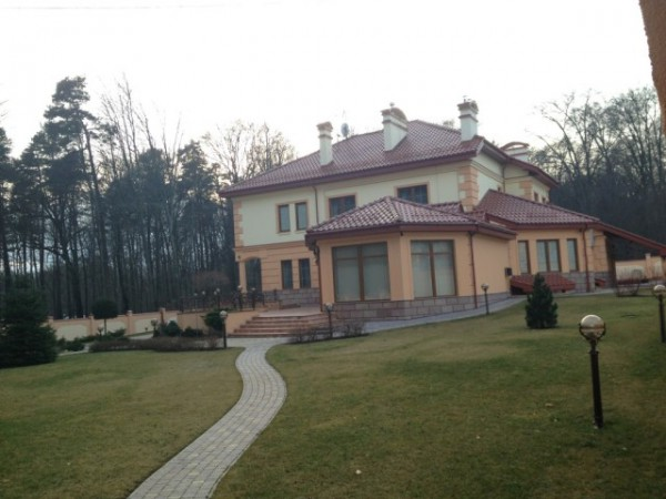 Дом Писного в большой полосе вырубленного леса