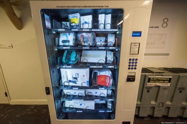 Аппарат с компьютерными аксессуарами