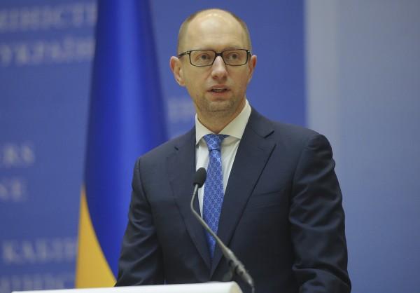 """Яценюк заявил, что его правительство """"приняло невероятный вызов"""""""
