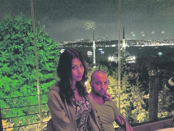 Антон Гонтарев с женой в Стамбуле