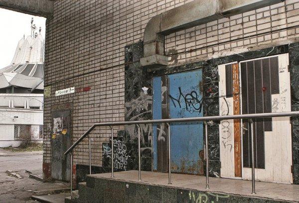 Гостиница «Цирк». За этими дверьми – один из первых офисов «Сентозы»