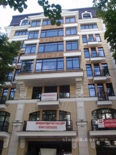 В этом доме на Десятинной продается самая дорогая квартира Украины