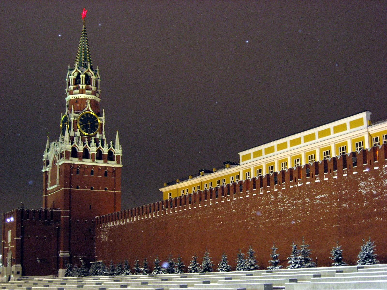 Под стенами Кремля живется доходнее, чем под куполами Печерской лавры