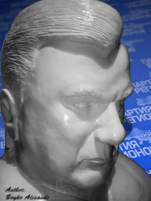 Бюст Януковича