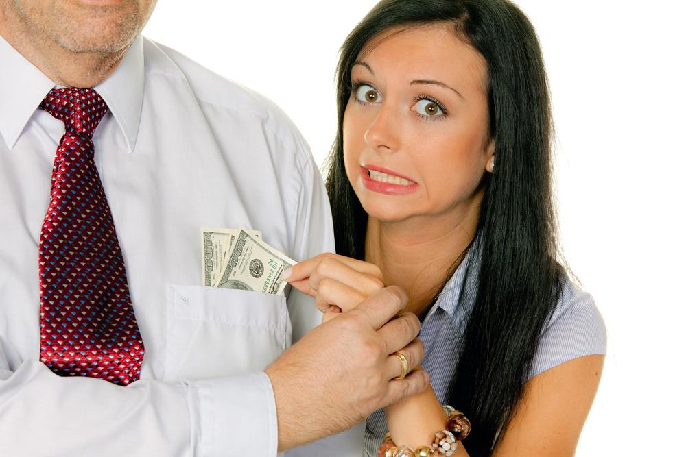 Что делать, если родственники тянут с вас деньги