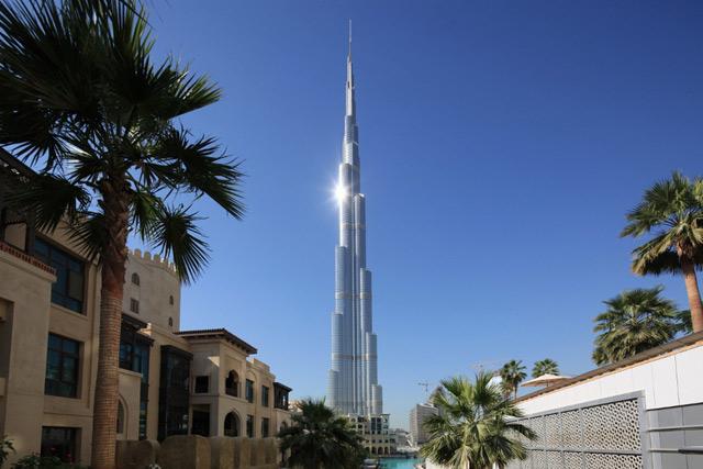 Самым высоким зданием в мире сейчас считается Бурдж-Халифа в ОАЭ