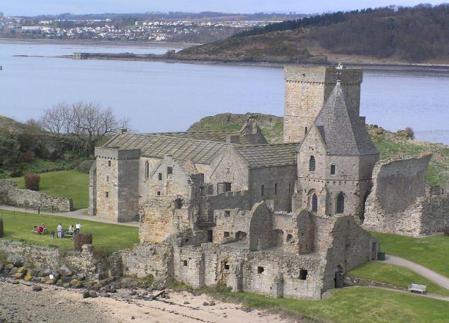 В период обоих мировых войн остров укреплялся для защиты Эдинбурга.