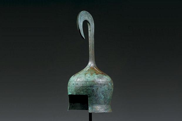 Греческий бронзовый шлем