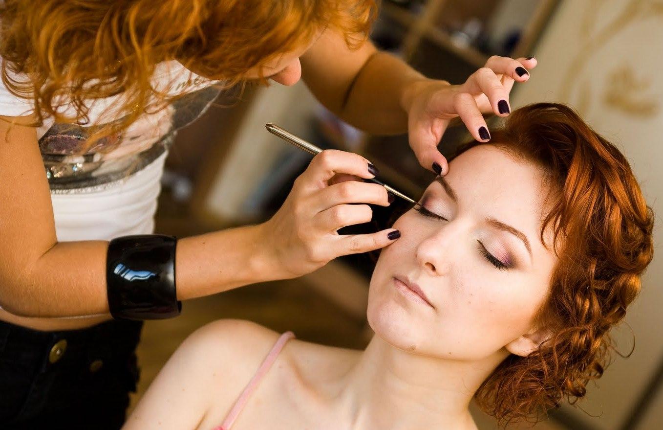 Визажист должен работать только с качественной косметикой