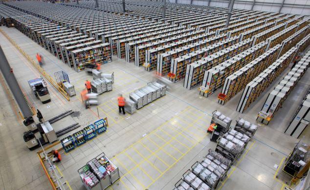 Работники складов Amazon работают, как роботы, контролируемые центральным компьютером