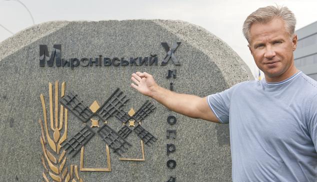 Юрий Косюк возле офиса