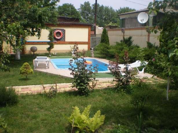 Дом с бассейном за 2000 грн.