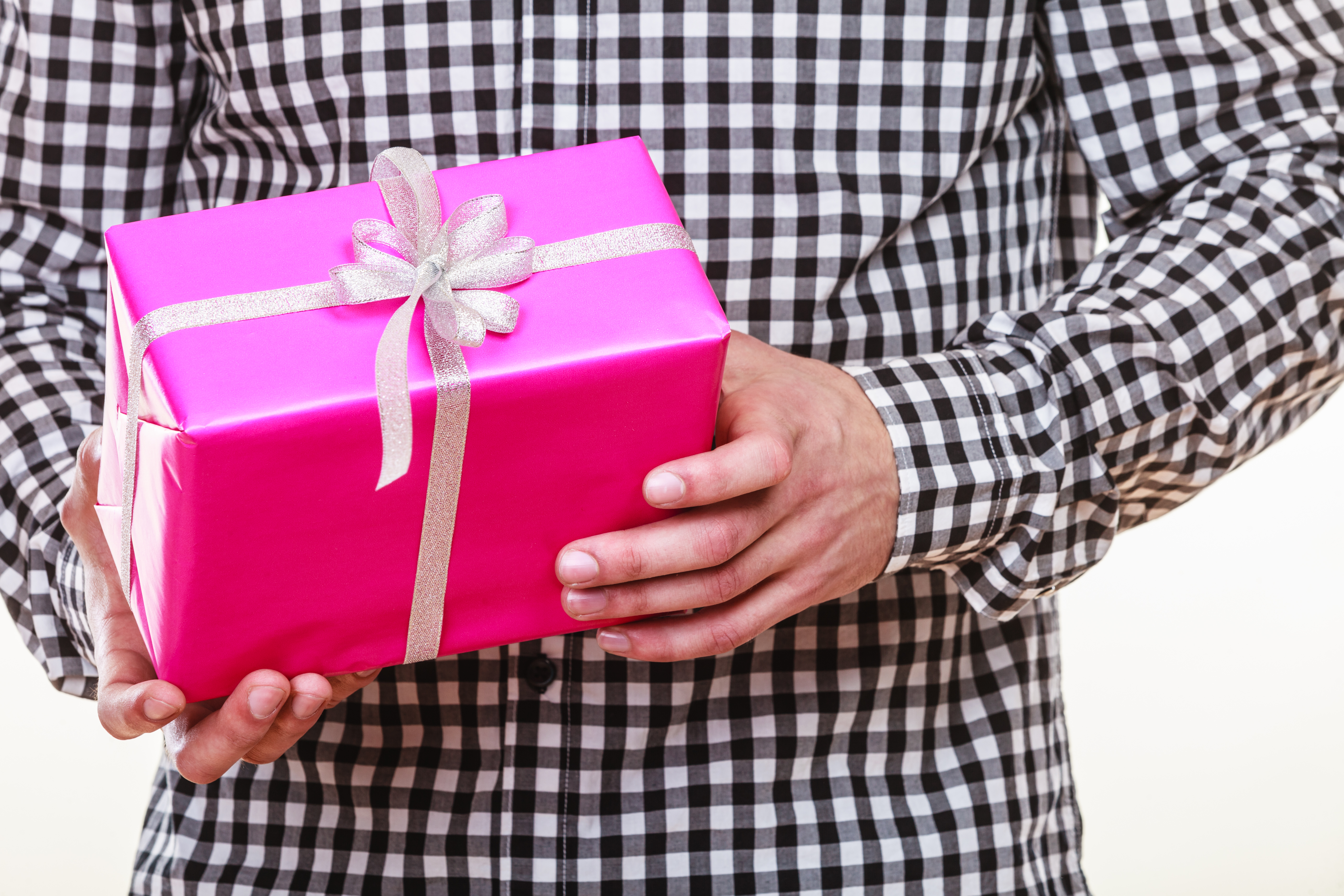 В среднем на упаковке подарков можно заработать 4000 грн в месяц