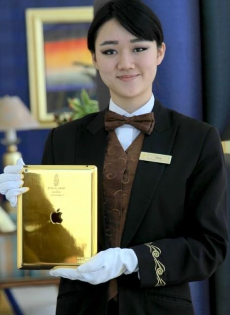 Отель Burj Al Arab снабдит всех отдыхающих золотыми айпадами