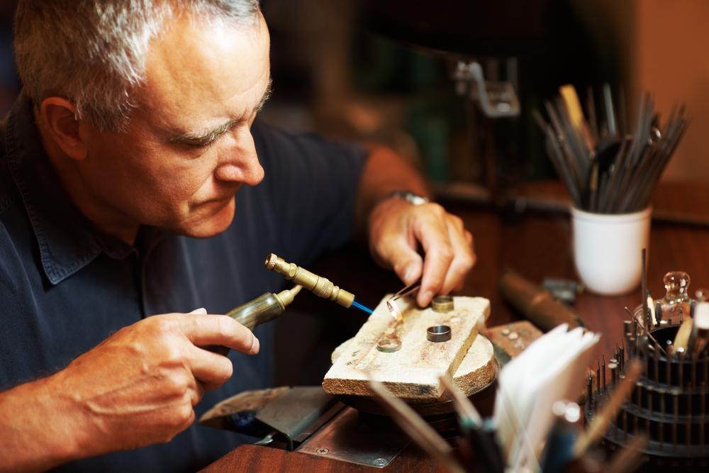 Художник-ювелир, иллюстратор, шоппер и другие творческие вакансии