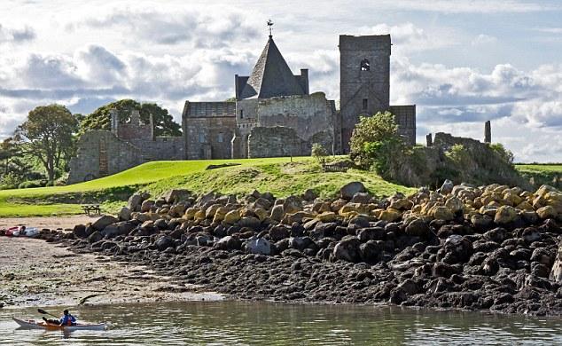 Работодатель обязуется обеспечить лучшего кандидата жильем в коттедже при средневековом замке