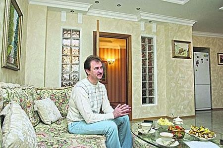 Александр Попов зарабатывает 17 тысяч гривен в месяц