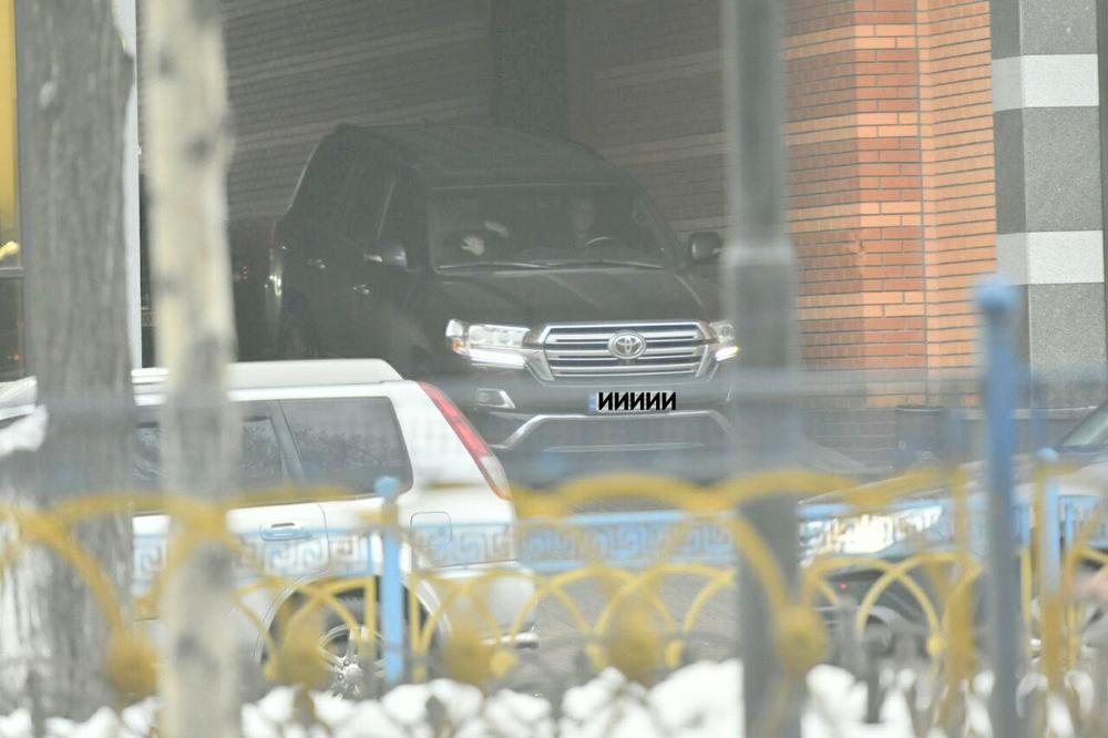 Александр Аваков на новой машине с личным водителем