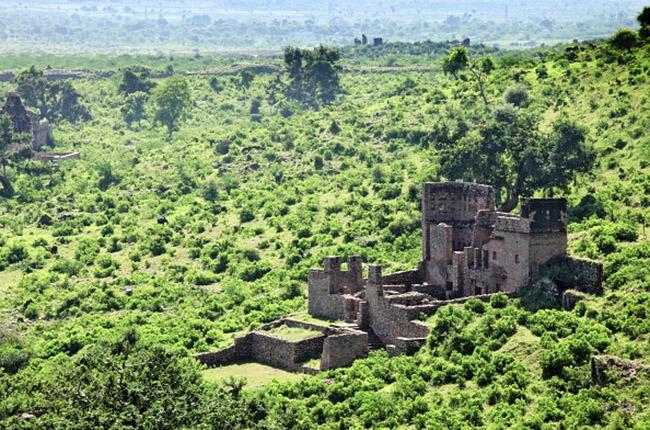 Форт Бхангар в Индии