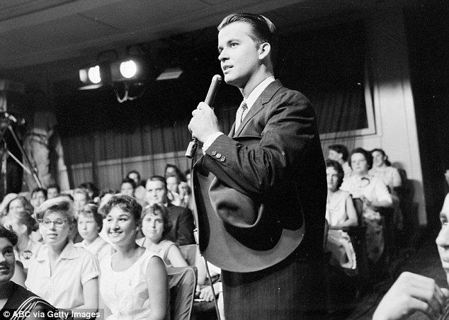 В доме до марта текущего года жил легендарный американский теле- и радиоведущий Дик Кларк