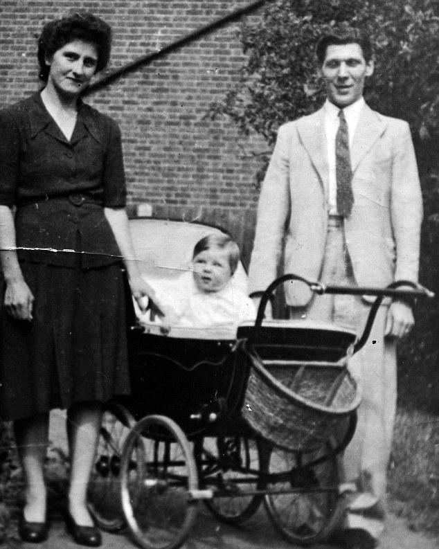Джим Клементс с женой и сыной. 40-е годы