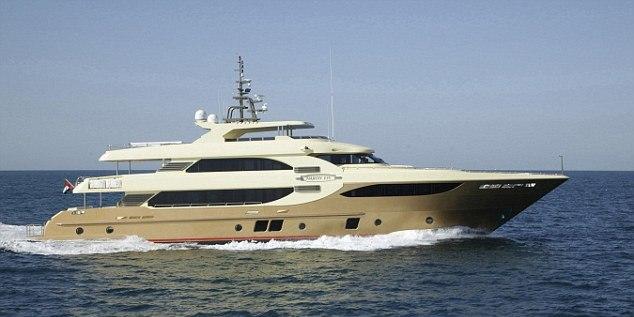 На яхте Majesty 13, которая и без того стоила $18,7 млн., теперь появились золотые унитазы