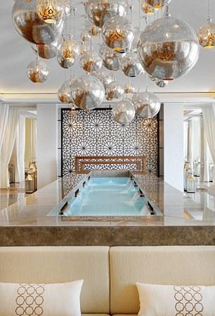 В Дубае открылась 72-этажная гостиница JW Marriott Marquis