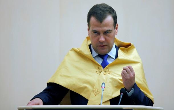 Медведев призывает бороться с высокими кредитными ставками и продвигать инновации