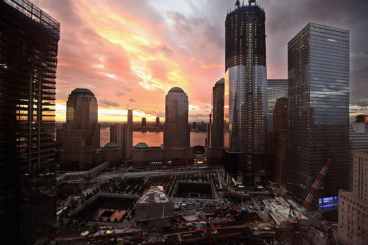 В Манхеттене все выше поднимается Башня свободы