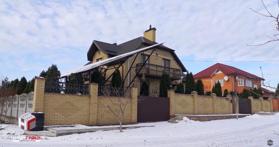 Новый частный дом под Киевом, записанный на отца Владимира Енина