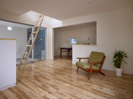 В доме также есть обычная лестница и стремянка