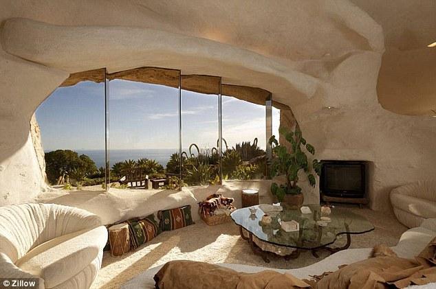 Дом расположен на 22 акрах живописной земли на берегу Малибу, Калифорния