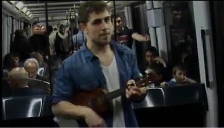Креативный журналист нашел работу благодаря пению в метро