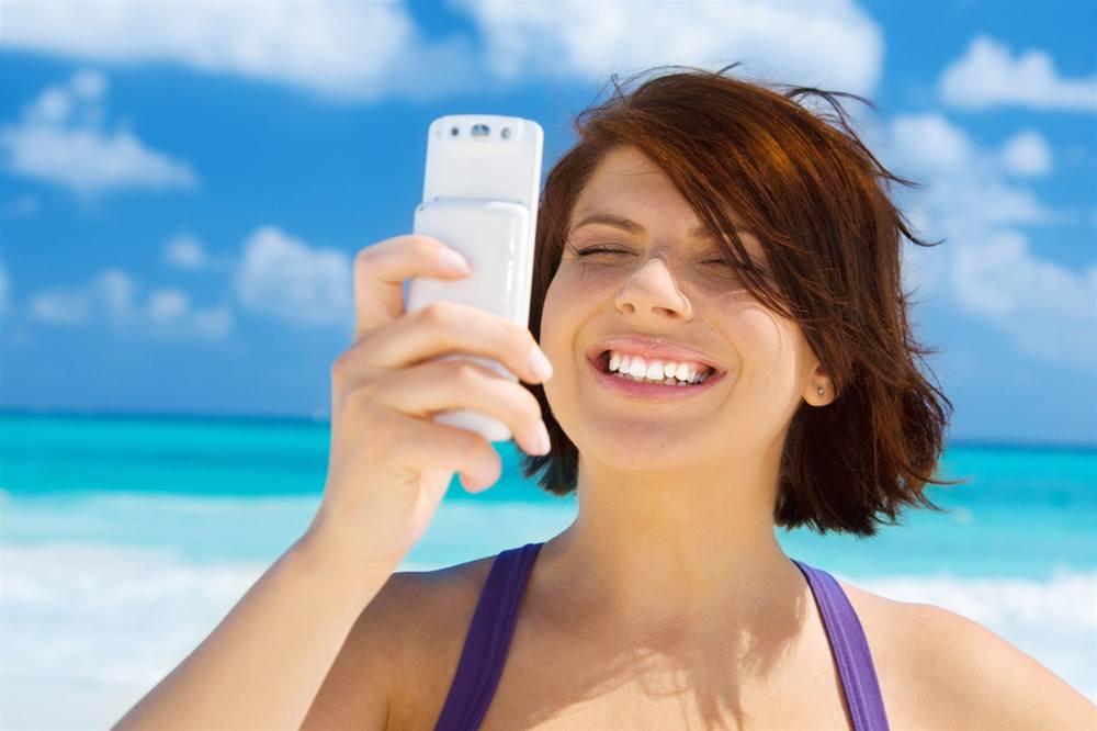 В отпуске за границей связь может быть очень дорогой, но есть способы сэкономить