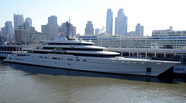 Строительство этой яхты обошлось олигарху в 2009 году в 1,5 млрд. долларов.