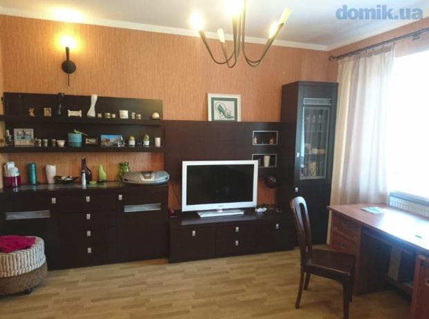Жилая комната: мебельная стенка с телевизором и аудиоцентром