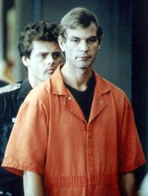 В 1994 году маньяк Джеффри Дамер, убивший 17 человек с особой жестокостью, сам был убит сокамерником