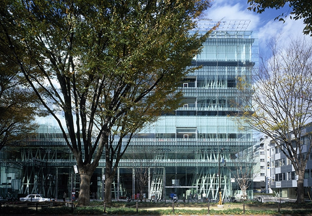 Медиатека построена в виде стеклянного куба