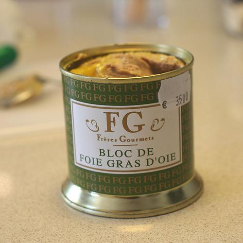 Жирная гусиная печень фуа-гра - лакомство для богачей