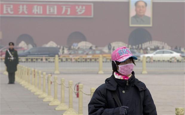 Густой смог в Пекине держится почти месяц